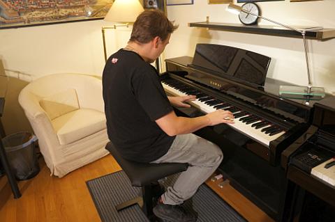 Klavierunterricht in Wien! Ganz egal welche Klavierstücke du gerne spielen würdest - ich zeige dir den richtigen Weg!